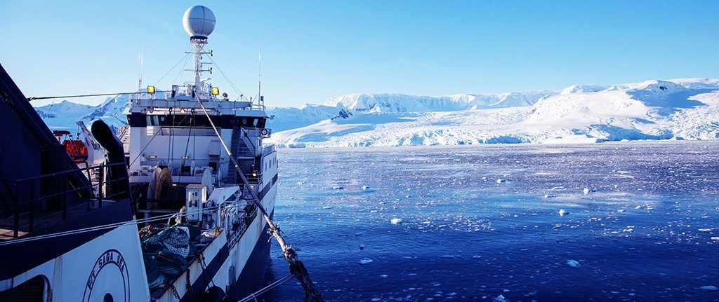 Antarctic-boat-icberg-2016.jpg